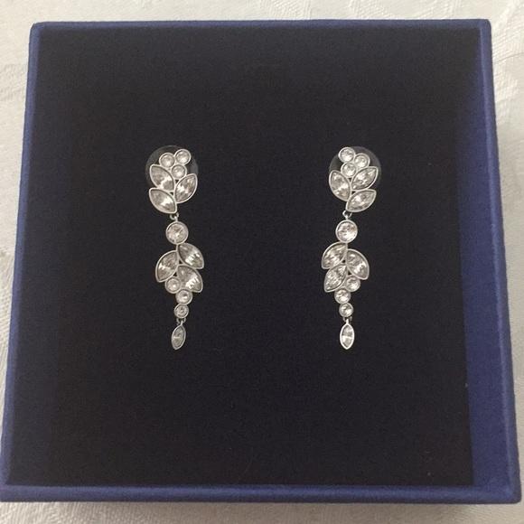 432143395 Swarovski Diapason Pierced Earrings. M_5b69ce0442aa76a5f93eb89a
